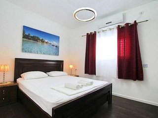 Spacious apartment close to the center of Bat Yam with Lift, Internet, Air condi