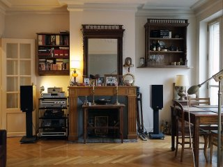 70 sqm apartment in 8th arr Paris