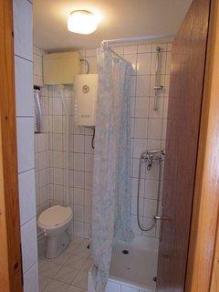Lijevi(2+1): bathroom