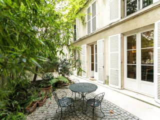 Elegant loft on 2 levels, in the heart of Marais