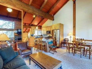 Cozy condo w/ mountain views, free shuttle & shared pool, hot tub, sauna & more!