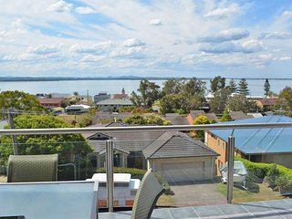 2 'Aqua Views' 15 Kanangra Avenue - pet friendly, water views, air
