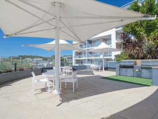 12 'Cote D'Azur' 61 Donald Street - air conditioned unit right in the heart of