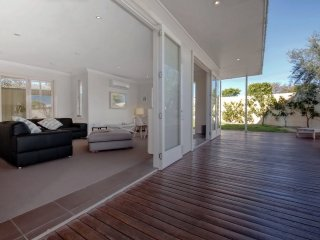 'Campbell Cove', 60 Campbell Avenue - air conditioned, pet friendly