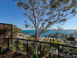 'Beach Haven', 80A Government Road - amazing water views, linen supplied and