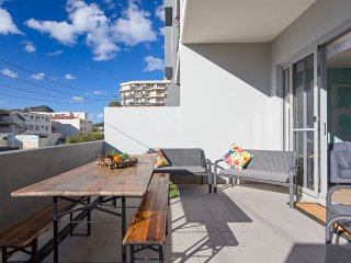 104 'The Shoal' 6-8 Bullecourt Street - under 200m to beach, air conditioned, la