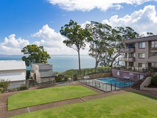 25 'The Poplars' 34 Magnus Street - air conditioned unit with water views and po