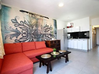 Cozy apartment close to the center of Bat Yam with Lift, Internet, Washing machi