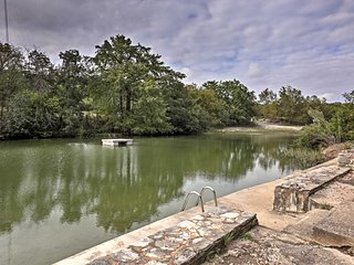 NEW! 2BR Hunt House on the Guadalupe River!