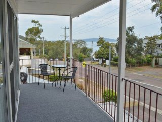 'Boomerang on the Bay' 107 Government Road - boat parking, air conditioning and