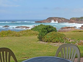 'The Whale Watcher', 1/6 Birubi Lane - waterfront unit with stunning views, leve