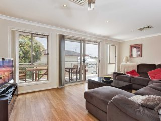 'Kadina', 2/1 Tomaree Street- air conditioned townhouse in Nelson Bay walking di
