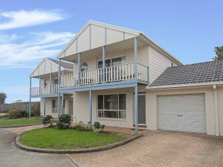 18 'Sandcastles', 23  Robinson St - so close to the beach !!