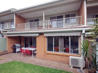 9 'Bushmans', 24 Tomaree Street - air conditioned, centrally located to town