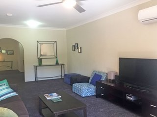 2 'Bronte Court' 17 Magnus Street - air con, complex pool and centrally located