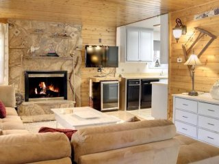 Spacious Cabin Near Village, Lake, And Snow Summit!