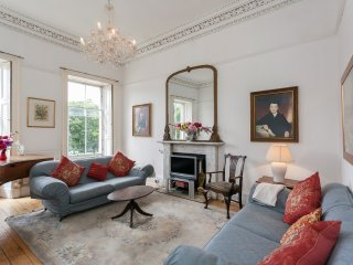 CENTRAL 7 BEDROOM TOWNHOUSE - sleeps up to 26