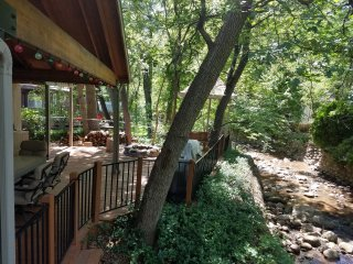 Amazing Get-Away on the Creek. Enjoy the sound of Christopher Creek steps away!