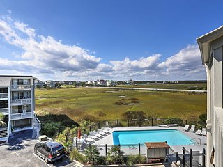 NEW! 1BR Carolina Beach Condo w/Balcony & Pool!