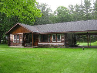 NEW RENTAL Log House Honor MI near Sleeping Bear Dunes Lakeshore & Traverse City