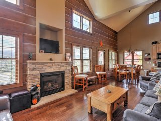 4BR Cabin Walking Distance to Winter Park Shuttle!
