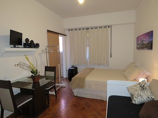 Praia do Flamengo Apartment, WI-FI, Great Location in Rio, Rates from 40USD!