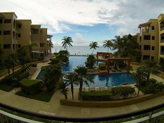 3 Bedrooms, Ocean Front, Coral 203 El Faro