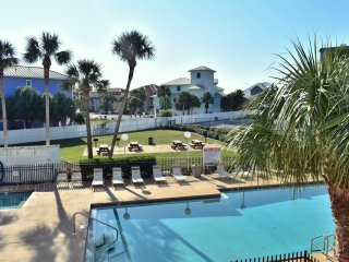 Lovely 1 bdr condo steps from the beach. Pool view. Family friendly.