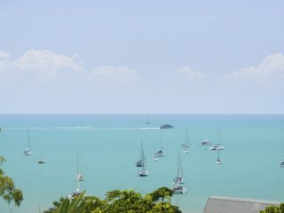 Airlie Harbour Apartment - Airlie Beach