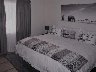 Lenox Lodge Guesthouse Bedroom 2
