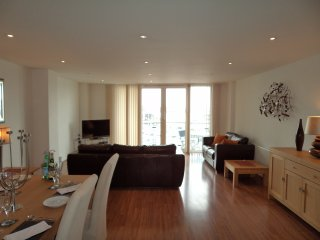 Large Luxurious Marina apartment full views  of Marina and Solent Water