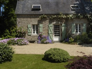 Ty Ar Pennduig - lovely restored stone cottage set in peaceful countryside