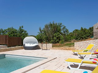 Villa in a contemporary & modern style. Within walking distance of the beach.