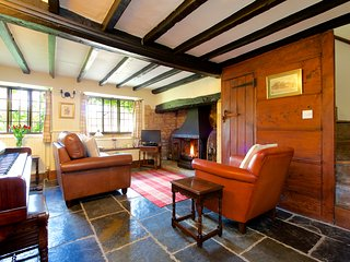 Beautiful thatched Cotswold cottage for two in a Medieval market town