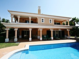 Vale do Lobo - walking distance to beach