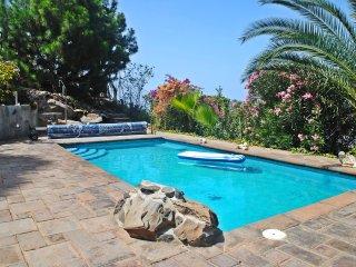 Casa En la Montana con piscina y vistas a la Gomera en Tenerife Sur