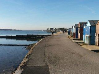 'Ebb Tide' Modern Beach Appt Two Bedroom WiFi Gated Parking