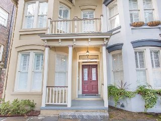 Stay Local in Savannah: Entire Downtown Estate w/ Private Courtyard