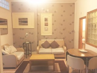 WELL LOCATED 2 DOUBLE BEDROOM  (F3/8)