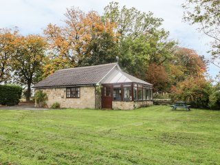 COTTAGE AT LONGRIDGE, open plan, stone-built, exposed wooden beams, Ref 969189