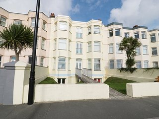APARTMENT 3 MARIAN Y MOR, en-suite bedrooms, views, seaside location, in Pwllhel