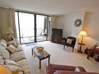 Large Oceanfront Condo Overlooking Beach and Ocean 8-D