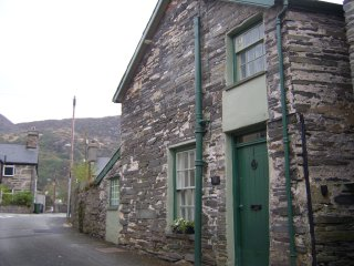 Quirky Character Cottage Ten Minutes Walk From Zip World