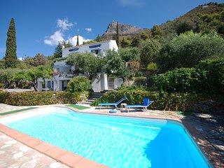 Villa Mirasole - Casale con vista mare, piscina privata e accesso al mare