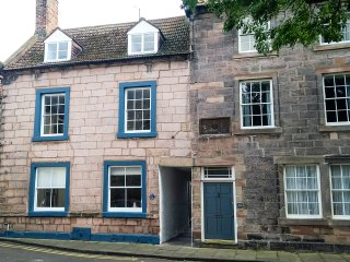 THE INDIGO HOUSE, character, hot tub, WiFi, in Berwick-upon-Tweed, Ref:949407