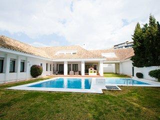 4 Bedrooms Luxury villa Aicha in Puerto Banus