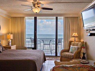 Tropical Ocean-Front Studio Awaits At Hawaiian Inn Resort - Newly Updated Unit,