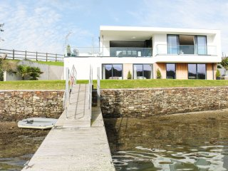 "ANCARVA, water""s edge, WiFi, watersports, contemporary design in Millbrook, Ref"