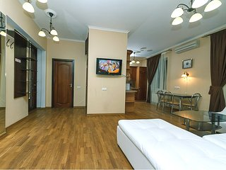 Lux. Two bedrooms. 13 Khreshchatyk, Centre of Kiev