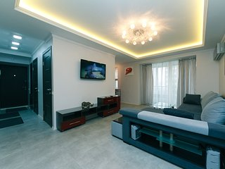 VIP.Three bedroom. 14 Lesi Ukraink, Centre of Kiev